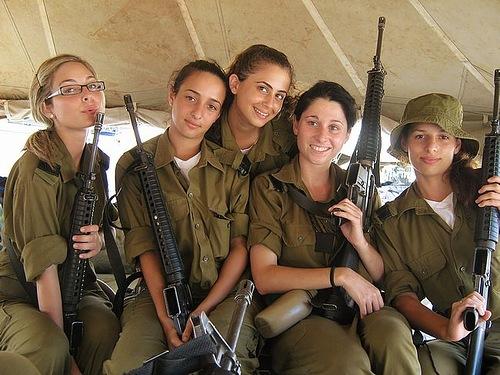 Что солдаты носят через плечо